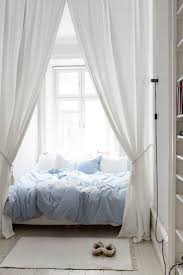 Twin Metal Canopy Bed Pewter With Curtains by Best 25 Tall Bed Ideas On Pinterest Tall Mirror Dorm Bunk Beds