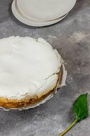 veganer rhabarberkuchen mit baiserhaube ve eat cook bake