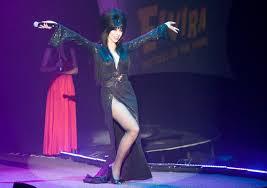 Knotts Berry Farm Halloween Haunt Jobs by Yes Elvira Is Retiring But Knott U0027s Scary Farm Fans Can Still