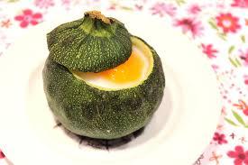 comment cuisiner les courgettes au four courgette ronde farcie comme un oeuf cocotte pour ceux qui aiment