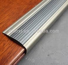 escaliers garnitures aluminium escalier moulure de bord