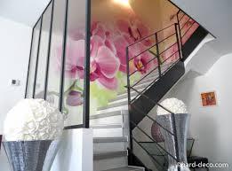 décoration graffiti cage d escalier orchidée