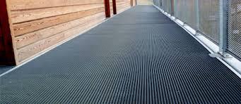 tapis antiderapant escalier exterieur revêtements de sol antidérapants sécurité des sols glissants