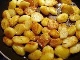 cuisiner la pomme de terre recette de pommes de terre nouvelle sautée à la poêle