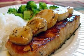 cuisiner filet de saumon pavé de saumon en écales de pétoncles banlieusardises