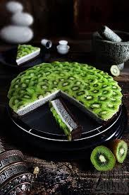 schwarze sesam tarte mit kokos panna cotta und kiwi