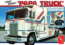 Amazon.com: AMT 932/06 Papa1/25 Tyrone Malone Kenworth Transporter ...