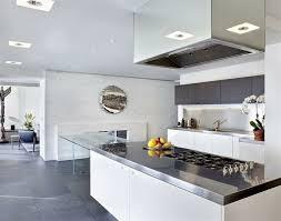 cuisine blanche et cuisine blanche et inox idées et astuces en 90 photos archzine fr