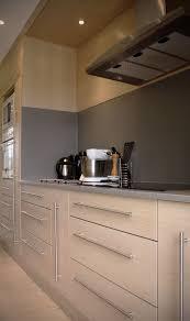 cuisine plan de travail gris cuisine en chêne brossé blanchi plan de travail en kerrock gris