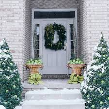 Outdoor Christmas Decorating Ideas Front Porch by A Whole Bunch Of Christmas Porch Decorating Ideas U2014 Style Estate