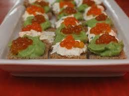 recette canapé canapés d oeufs de saumon à l avocat au fromage frais recette