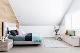 doppelbett mit kissen pendelleuchte bild kaufen