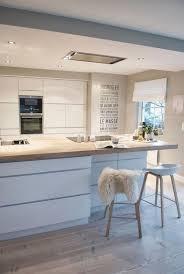 cuisine bois blanchi la cuisine blanche et bois en 102 photos inspirantes archzine fr