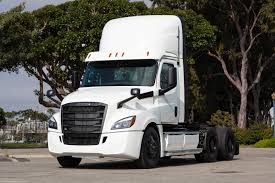 100 Simi Trucks Daimlers First Large Electric Semi Trucks Are Ready To Roll