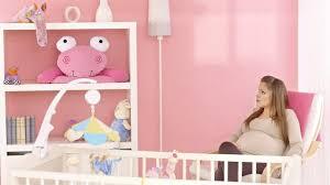quand préparer la chambre de bébé décorer la chambre de bébé loisirs décoration intérieure