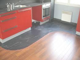 parquet flottant dans une cuisine parquet cuisine les 5 erreurs viter ct maison avec parquet flottant