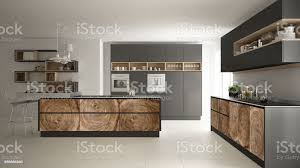 graue moderne minimalistische küche mit klassischen holz armaturen panoramafenster luxusinterieurdesign stockfoto und mehr bilder architektur