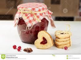 coeur de en pot biscuits et pot en forme de coeur de confiture photo stock image