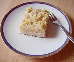 hefekuchen vom blech mit pudding und streuseln