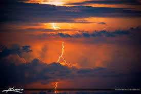 A208 Lightning Bolt In Sky Bursting Red