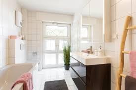 75 moderne badezimmer mit eckbadewanne ideen bilder