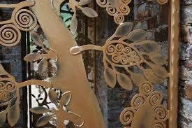 deco fer forge ferronnerie grille de porte en fer forgé déco type arbre de vie la ferode