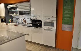 häcker musterküche design küche in brilliantweißem echtlack