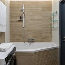 badezimmer mit wäscheaufbewahrung und wandpaneelen ideen