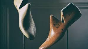 How Does A Carpet Stretcher Work by How Do You Make A Shoe Stretcher Reference Com