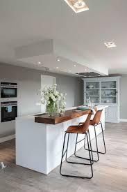 moderne küche in weiss mit bild kaufen 11973573