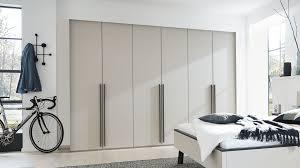 interliving schlafzimmer serie 1014 kleiderschrank 1602 mattgraue kristall lackoberflächen sechs türen breite ca 30