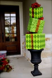 Outdoor Christmas Decorating Ideas Front Porch by Christmas Topiary For The Front Porch Cute Other Ideas Listed