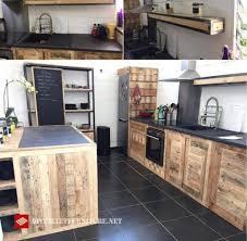 de cuisine com idée de cuisine décorée de palettes pallets kitchens and armoires