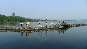 xihu qu 2018 avec photos leifeng pagoda with bridge in lake editorial stock image