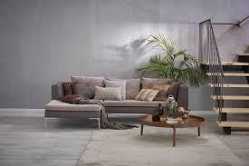 graue steinwand luxus wohnzimmer und sofa in
