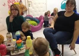 baby treffen vollbuntes wohnzimmer witaf seit