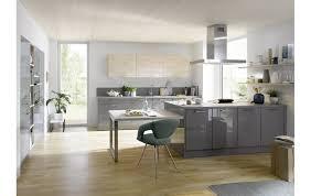 küche global 56 100 51 110 für die ganze familie in grau hochglanz und spitzahorn