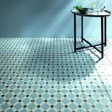 lino salle de bain maclou quand le carrelage imite les matières maclou maclou