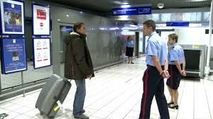 bureau de sortie douane aéroports de lyon avec le service des douanes with the customs