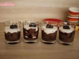 verrine dessert mousse de coco sur lit de chocolat par