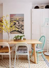esstisch mit retro stühlen und bild kaufen 12100479