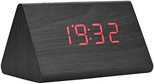 led digital wecker holz uhr für schlafzimmer modern holz dreieck uhr 3 stufen helligkeit temperaturanzeige mit sprachsteuerung schwarzes holz