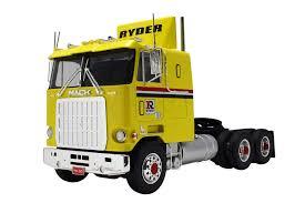 Amazon.com: AMT 1062 1/25 Mack Cruise-Liner Semi Tractor: Toys & Games