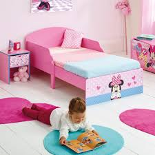 chambre minnie mouse disney minnie mouse cosy wooden junior bed great bedrooms