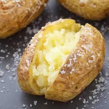 pomme de terre en robe de chambre au four cuisine vapeur pommes de terre en robe des chs accompagnées
