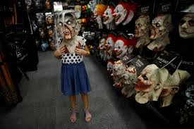 Spirit Halloween Hours Of Operation by They U0027re Ba Aack Shuttered Stores Return To Life For Halloween