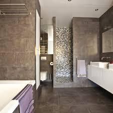 zoom sur 13m2 d une salle de bains chic côté maison