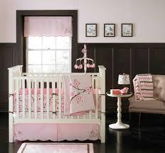 decor chambre bebe décoration pour la chambre de bébé fille archzine fr