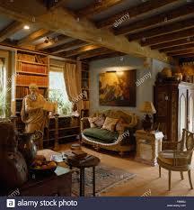 malerei über kleinen französischen stil sofa holzbalken 80er