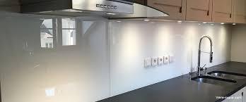 cuisine credence verre verre laqué sur mesure couleurs au choix professionnel au juste prix